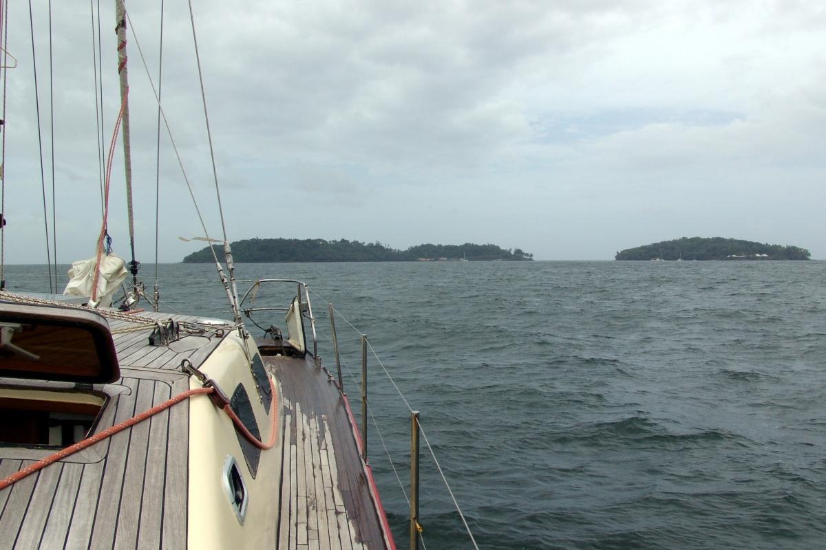 004) Wyspy Salut przed nami