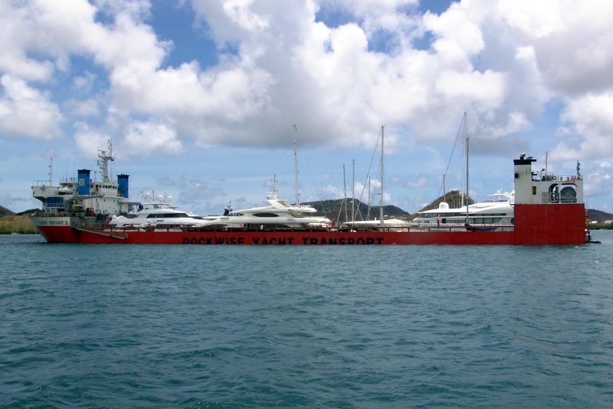 011) Statek przewożący Jachty