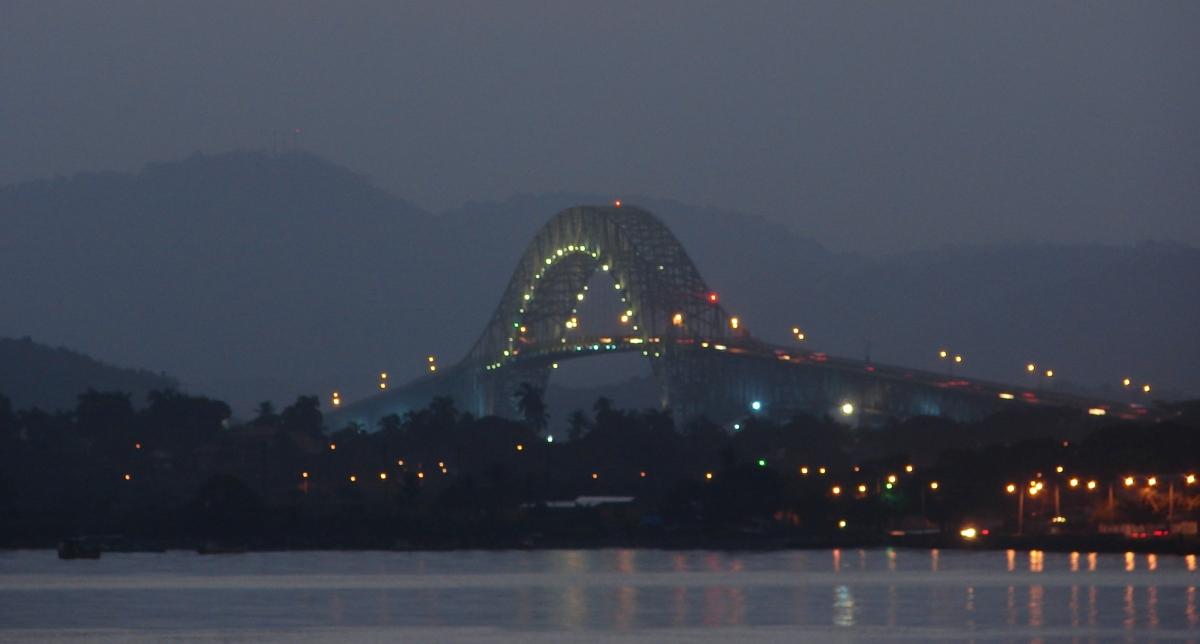 012) Most Ameryk wieczorkiem