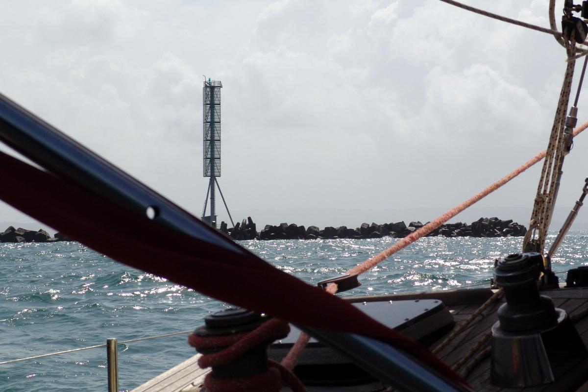 011) Falochron osłaniający wejście do Kanału Panamskiego