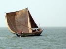 007a) Tradycyjna piroga transportowa