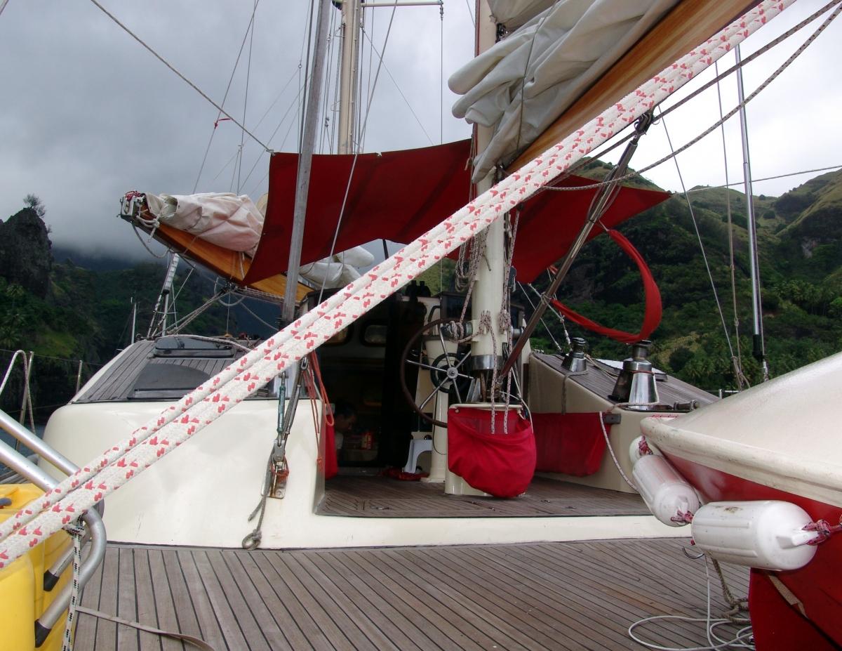 002) Postój na Wyspie Fatu Hiwa,
