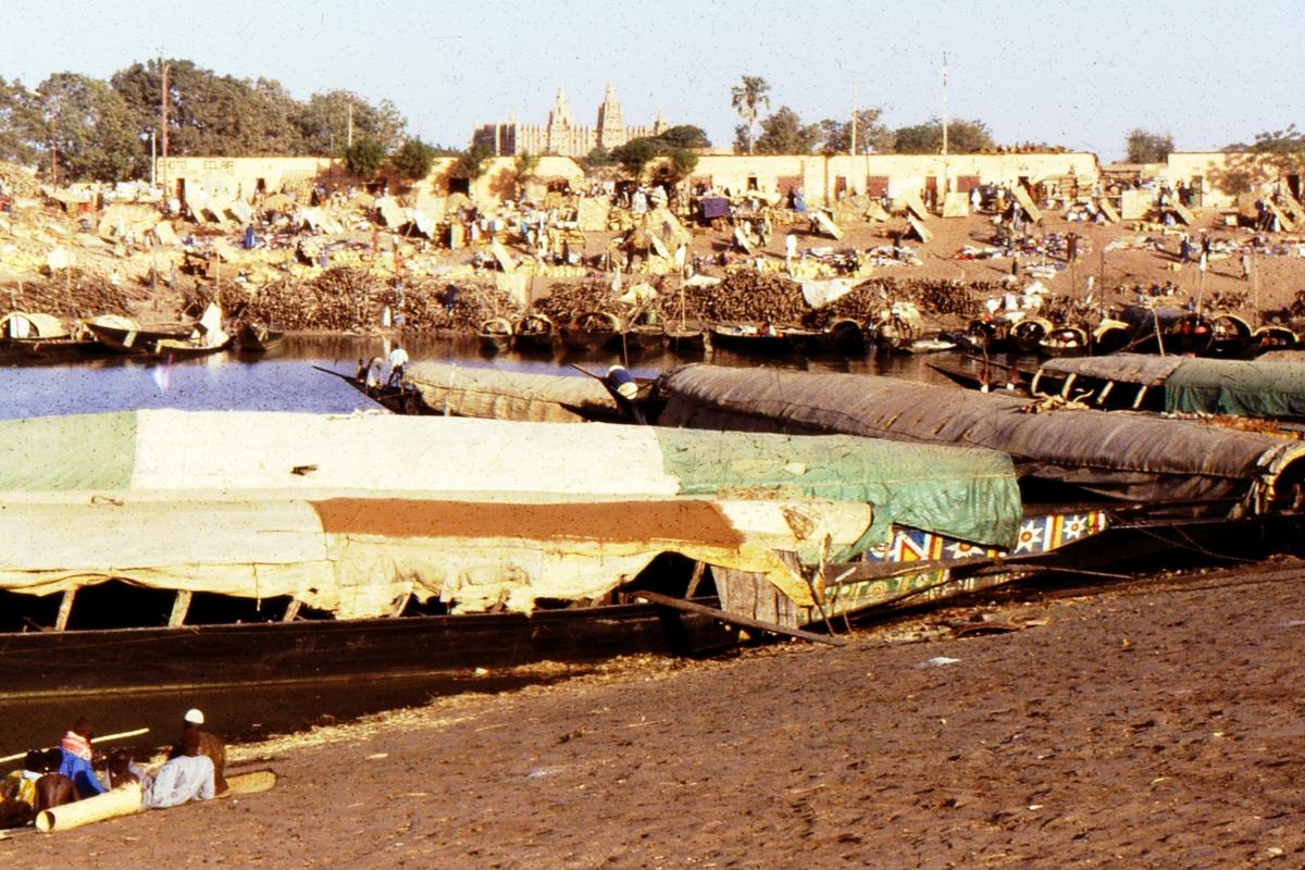 Port drzewny w Mopti nad Nigrem