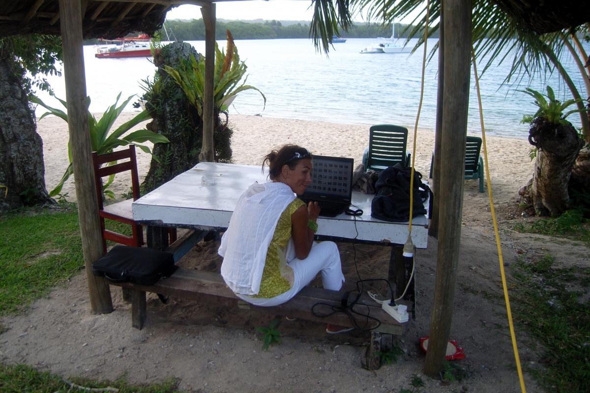 023) Internet w resorcie przy Wyspie Espiritu Santo