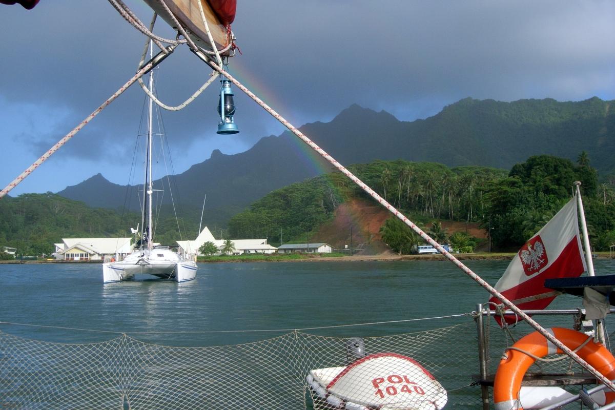022) Jachty niczym tęcza,