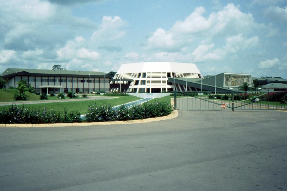 Nowoczesne budynki wyższej uczelnii